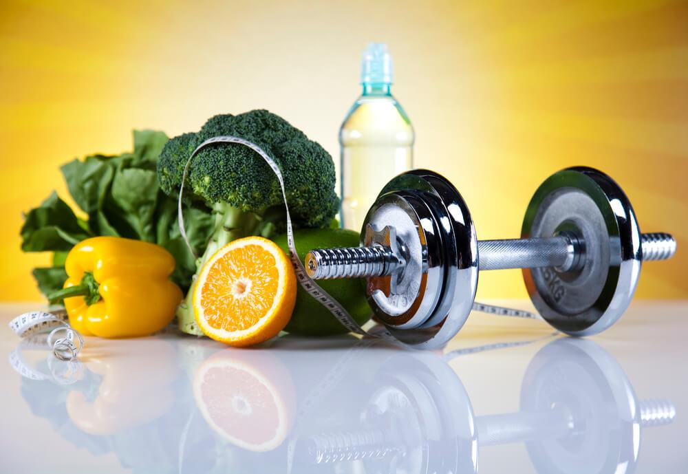 warzywa, owoce, woda i sport są odpowiedzią na pytanie jak oczyścić organizm